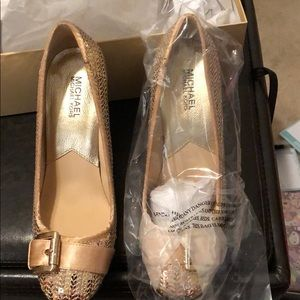 Michael kors tiara pumps